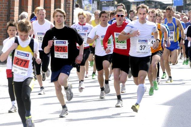 Halden Bruløp: Mats Haldin (nr. 37) var raskest av alle da hele 261 løpere stilte til start i Halden Bruløp. Foto: TOM MINGE NILSEN