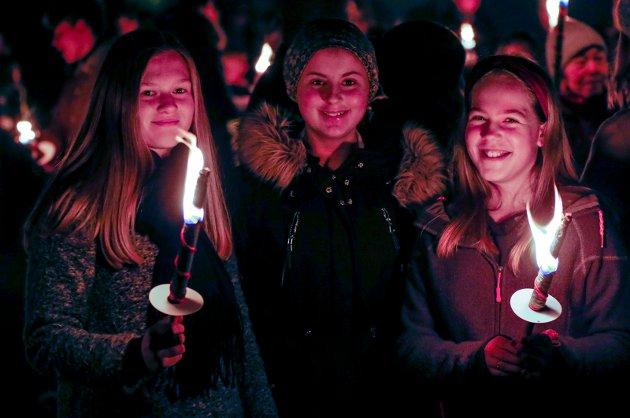 Bleikemyr Nyttårsfeiring ved Bleikemyr bydelshus. Jenny Nag (12), Thea Thorbjørnsen (12) og Mari Aasebø Valen (12)