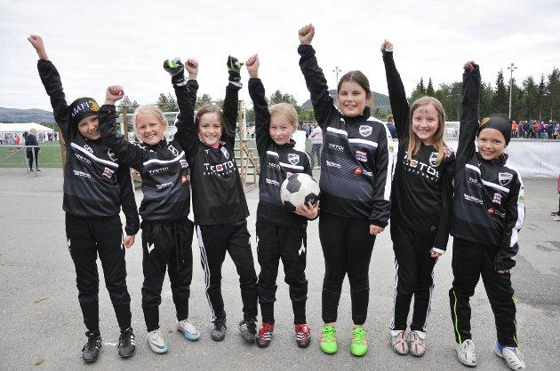 Kaiskuru IL stilte for første gang lag i Altaturneringen: Her er noen av klubbens minijenter: Guri Paulsen Nyvoll (9) (fra venstre), Vilde Aleksandra Andersen (9), Malin Wirkola Arnesen(9), Marte Aslaksen (9), Kathlin Vikøren (10), Emma Mikalsen (9) og Mia Sofie Wist (snart 9). Altaturneringen 2016.