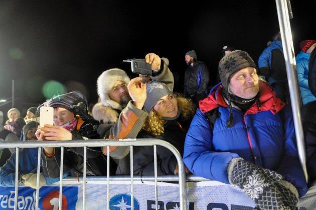 FOLKEFEST: For mange av oss er Finnmarksløpet en fest, en sosial møteplass og en mulighet til å bidra sammen med andre i frivillig arbeid, skriver artikkelforfatteren. Illustrasjon.