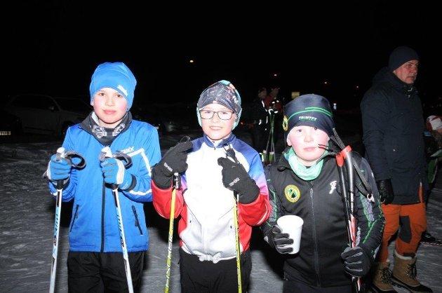 Gøy med renn: Mikkel L. Hellesjø (t.v.) og Endre Litzheim Gaarder hadde tatt turen fra Søndre Høland til Finstadbru for å gå skirenn. Her sammen med Amund Wiik Linner, AFSK (til høyre).