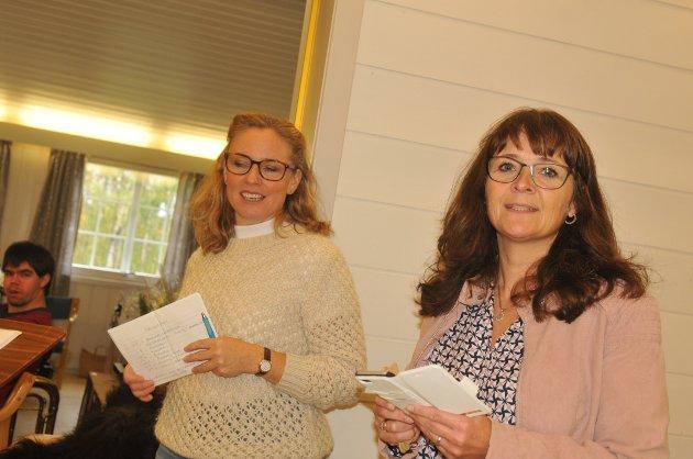 ÅRESALG: Eileen Hellesjø (nærmest) og Karianne Hammer Melby i gang med å trekke ut vinnere i åresalget.