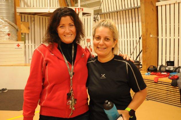 FORNØYDE: Styremedlem i SIF, Mona Løvstad (t.v.) og danseinstruktør Nina Hageberg var fornøyd med alles innsats.