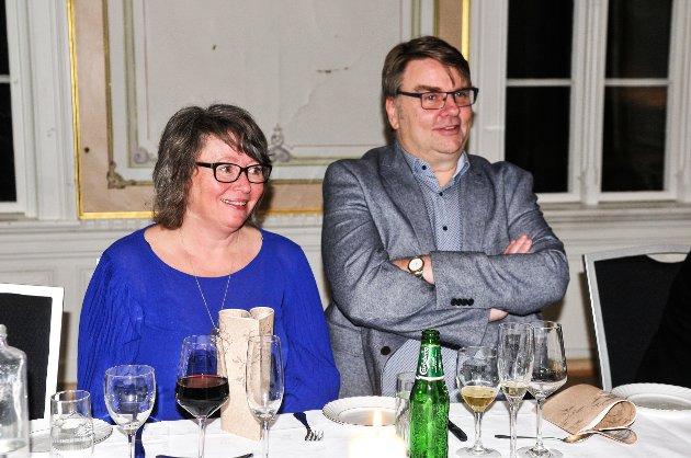 KOSTE SEG: Aurskog-Høland Fotballklubbs leder Odd Arild Kongtorp og kona Anna Kristin var på plass og nøt kvelden.