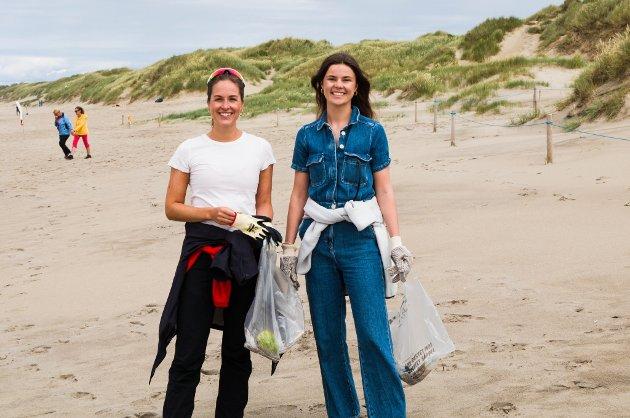 KUNST: Nora Kielland og Julie Langaard Solberg hadde kommet helt fra Oslo for anledningen. De to står bak The Art Collective og skal være med å lage to store maleri. Et skal stå på Boretunet mens det andre blir aksjonert til inntekter for Nordic Ocean Watch.