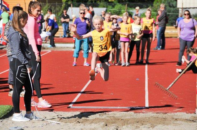 Leah Salvesen (10) hoppet langt i lengdegropa.