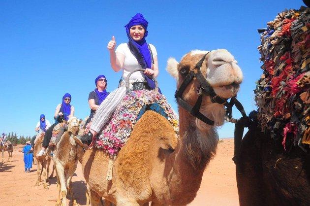 Maia Olsen (fremst) har ein svært eksotisk vinterferie i år. Ho er nemleg i Marrakech, Marokko, i Afrika! Bak ho på bildet ser du mora Belinda Berg og søstera Kajsa Olsen.