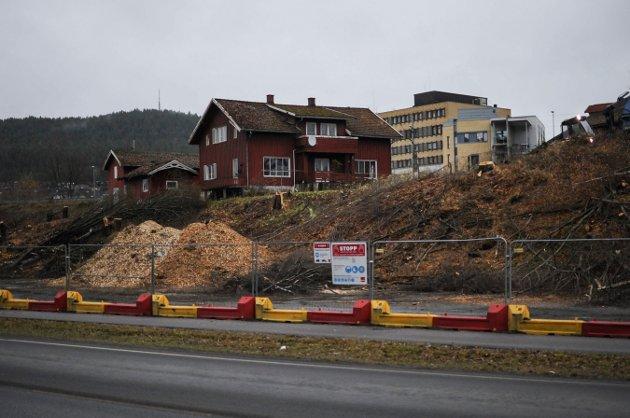 Bildet er tatt onsdag 7. november. Den dagen det første spadetaket ble tatt for oppstarten av byggingen av den nye Sølvparken på Sildetomta, som ligger midt i Kongsberg sentrum.