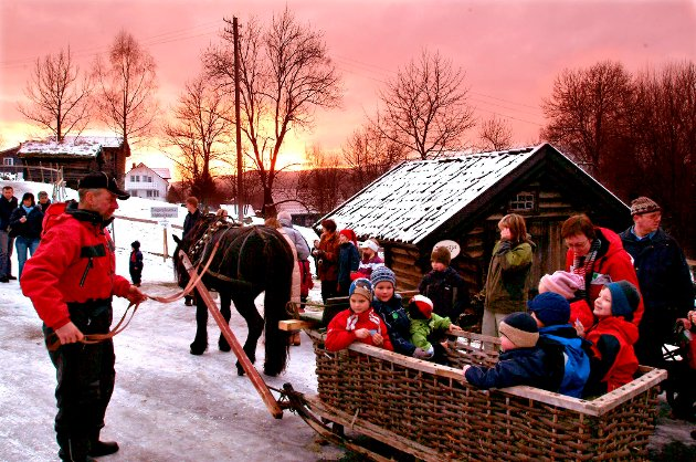 Julegrantenning og julegate på Lågalsmuseet (2005)  FOTO: BJØRN ISAKSEN