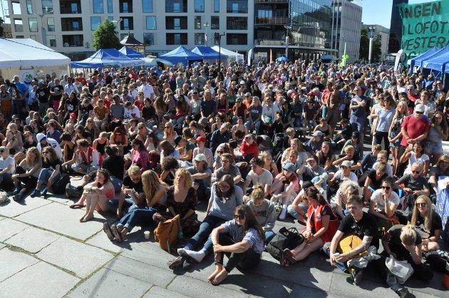 Det var flere hundre tilhørere da de politiske partiene stilte til debatt om oljefritt Lofoten.