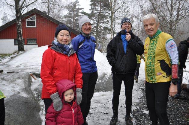 Tordis Rytter Jakobsen, Ella Aune Rytter Jakobsen, Tove Holm, Per erhold og Per Oscar Saugstad var på plass for å få med seg Nyttårsløpet.