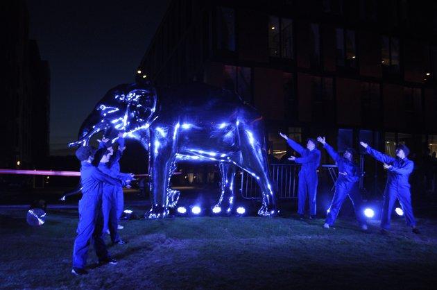 Symbol: Elefanten, her i nylig avduket versjon, er et fint og ytterst relevant symbol for hjørnesteinsvirksomheten.