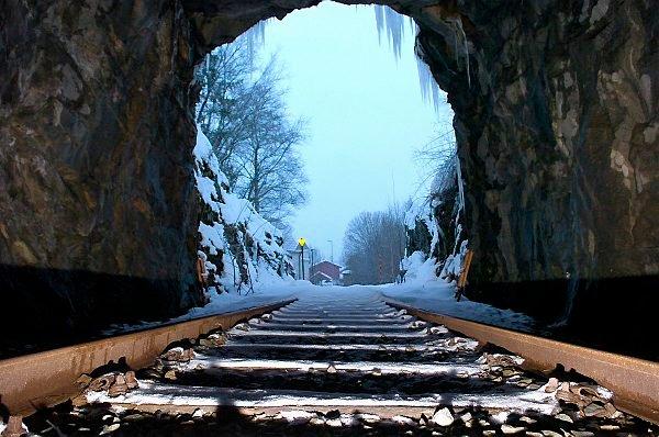 SISTE TOG: Siste tog har sannsynligvis gått på Namsosbanen vest for Skogmo. Etter fem år uten annen trafikk enn sykkeldressiner kvalifiserer banen for nedlegging i Jernbaneverkets regelverk.