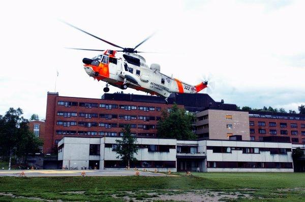 Derfor henger det ikke sammen at en nødvendig oppgradering av redningshelikopter ikke er komplettert med nødvendig landingsplass ved Namsos sykehus. Dette må ordnes! Det skriver leder Per Olav Tyldum i Trøndelag Sp.