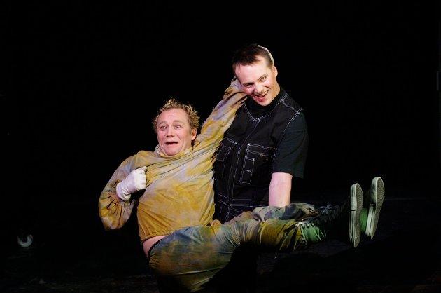 NULL TIL NORD-NORGE:Fra en av Ferske Sceners oppsetninger, her med skuespillerne Bernt Bjørn og Jon Kristian Gaare Blix. Foto: Ingun A. Mæhlum/Ferske Scener