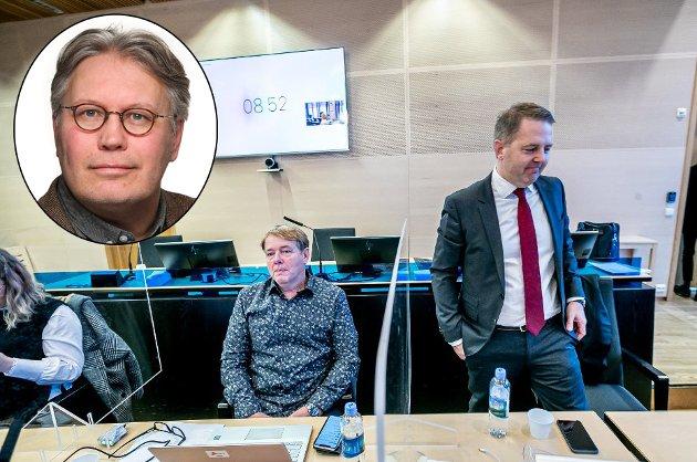 I RETTEN: Arne Kjell Johansen (til venstre) og hans advokat Edvard Bakke i rettssalen i Tromsø. Saken har dokumentert en skremmende mangel på rutiner og kontroll i kommunen, skriver Nordlys' politisk redaktør Skjalg Fjellheim (innfelt).