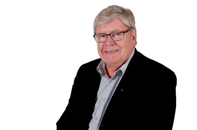 """Willy Tore Mørch irriterer seg over den utbredte bruken av uttrykket """"per nå"""", særlig blant deltakerne i NRKs debattprogram Dagsnytt 18."""