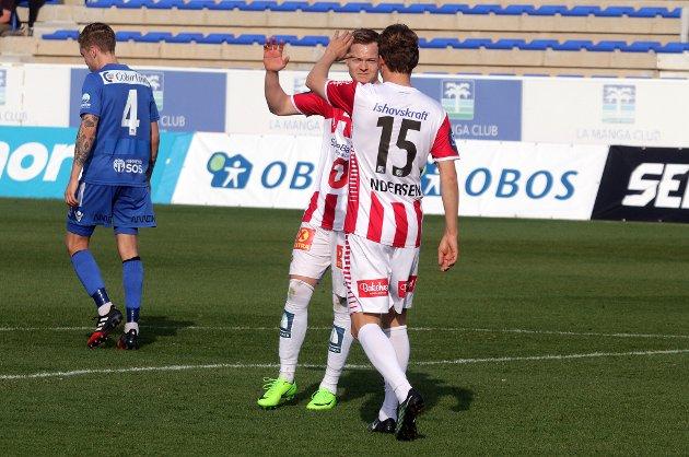 Aron Sigurdarson jubler med Magnus Andersen.