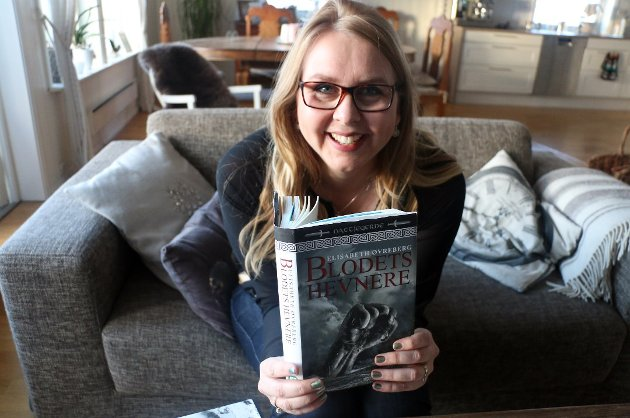 """TRILOGI: Elisabeth Øverberg er forfatteren bak Nattjeger-trilogien. """"Blodets hevnere"""" er bok nummer to i serien."""