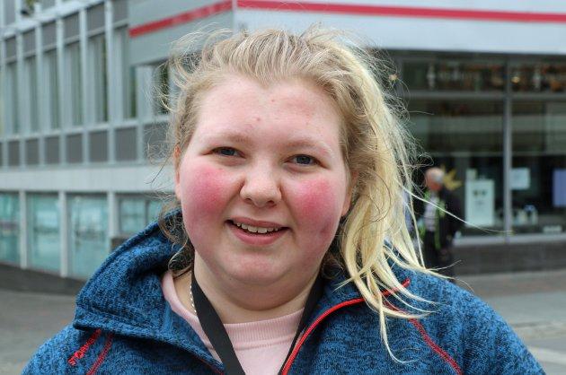 Victoria Michalsen (18): - Jeg tipser alltid i utlandet, men ikke alltid i Norge. I utlandet får servitørene av og til små lønninger, så da synes jeg det er viktig å tipse.