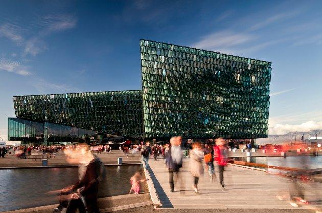 Harpa Concert Hall and Conference Centre i Reykjavik på Island, er laget av Henning Larsen Architects og Batteriid Archtects. Fasaden ble utviklet av Henning Larsen Architects i samarbeid med kunstneren Olafur Eliasson.