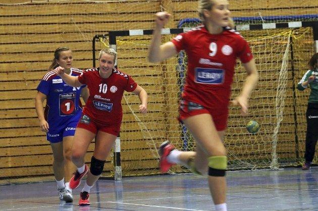 CUPTEST: Vilde Evensen (nummer 10) og THK-damene møter Follo HK til cupkamp i dag.
