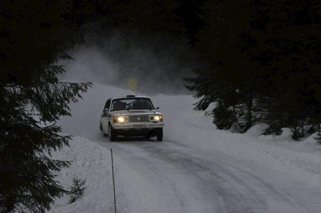 Rally Hadeland ble kjørt i dag med stor deltagelse. Her noen glimt fra den ene fartsetappen i Helgedalen.