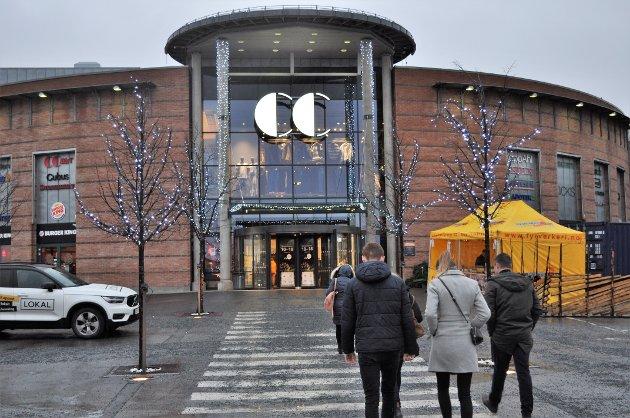 SKJENKING?: - Både CC Hamar og Strandtorget har åpnet for skjenking. Oppheving av klausulen på CC Gjøvik er naturligvis ikke hele svaret, men det er et lite og riktig steg på veien, skriver styreleder og daglig leder i Byen vår Gjøvik. .