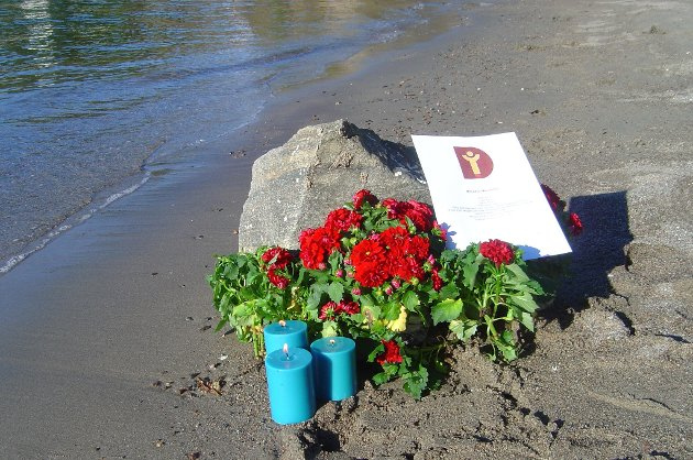 Minnesmerket satt opp i september 2015 der tre år gamle Alan Kurdi ble skyllet i land i Bodrum i Tyrkia.