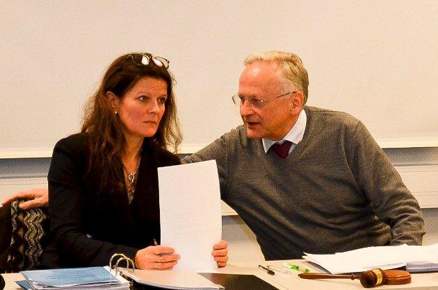 Ferdig rapport: Administrerende direktør i Helse Sør-Øst Cathrine M. Lofthus har ledet arbeidet med rapporten som pekte på Brumunddal som byen for det nye Mjøssykehuset. Her sammen med styreleder Svein I. Gjedrem i Helse Sør-Øst.