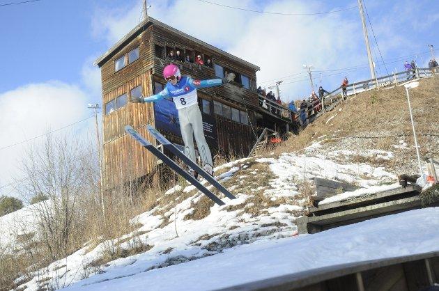 Inn for landing: Ane Aspebakken,  fra Furnes Skiløperforening hopper i K40.