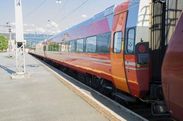 Flere reiser med Bergensbanen, skriver samferdselsminister Ketil Solvik-Olsen (Frp).