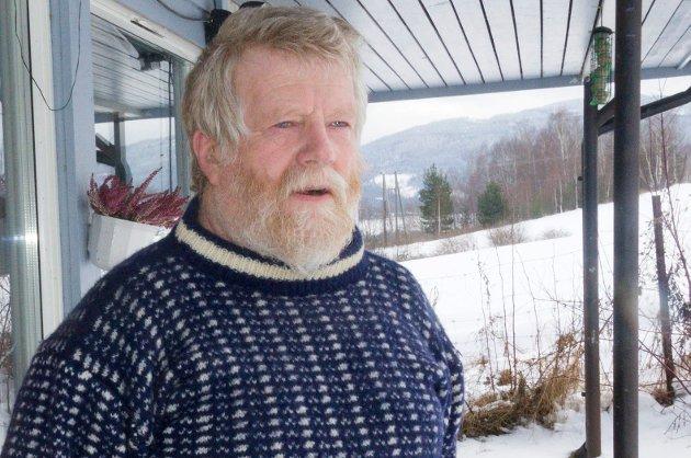 Johan Esperum (Ap) orker ikke mer og gir seg i kommunestyret. Han er skuffet over at teleslyngeanlegget ikke fungerer.