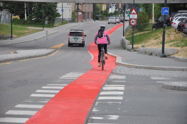 Godt synlig: De røde sykkelfeltene er godt synlige.