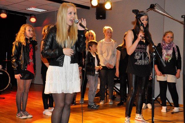 MUSIKAL-TALENTER: Christina Eng Bergman og Kaia Eline Trulsen var to av talentene som fikk vise seg fram på Jevnaker i går.