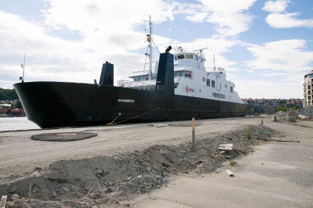 Høgsfjordferga til kai i Sandnes.