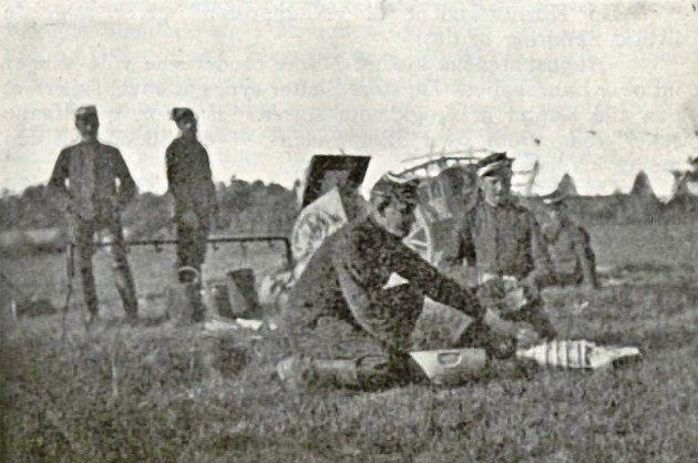 Bilde fra den store feltmanøvren i 1899. Kvaliteten er dessverre svært dårlig, men vil forhåpentlig gi et visst bilde av leirlivet utenfor «slagfeltet».