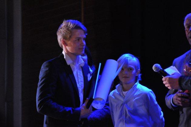HEDRET: Andreas Tollefsson vant kveldens gjeveste pris under Mysen IFs fotballgalla, nemlig Rolf Robert Olaussens minnepris.