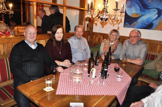 RAKSTINGER: Selv om mange kom utenbygds fra, var det også mange rakstinger til stede slik som Leif Kolstad, Kirsti Ramtjernåsen, Oddbjørn Trinborg, Jorunn Olsen og Roger Torper.