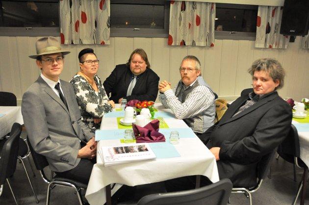 SOSIALT: Denne gjengen synes at det soisale er det beste ved å være medlem i losjen. Flere av dem kom fra Fredrikstad. Fra venstre: Ole Martin Tvete, Hilde Passerud Pedersen, Ørjan Pedersen, Reidar Kopperud og Øyvind Hagen.