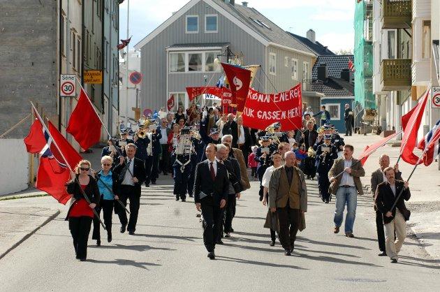 Demonstrasjonstog 1. mai har vært et fast innslag i Kristiansund. I år blir det ikke musikkkorps i toget. Foto: Bjørn A. Hansen
