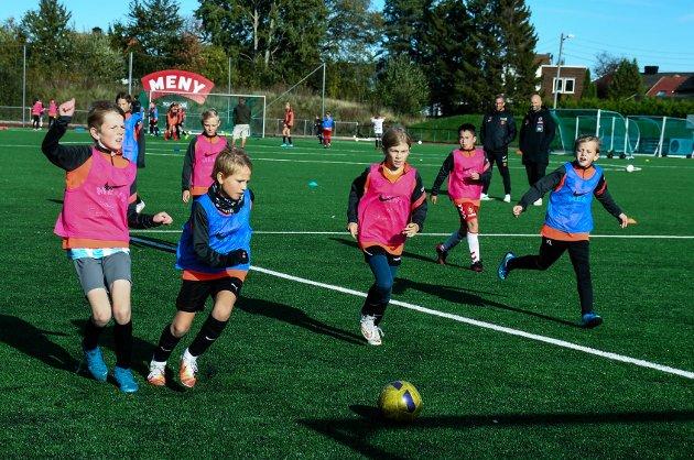 John Arne Riise og Italent fotballskole på Flint Esso Arena i høstferien 2020 med rundt 70 unger.