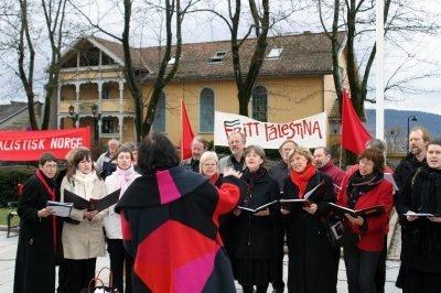 2006: Rødstrupen og Frogn SV sang på Drøbak torg. Alle foto: Birgitte G. Kirkholm