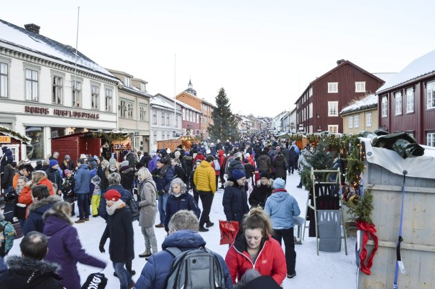 Julemarked Røros: Lørdagen var det fullt også i år. Bildet er fra 2015. Arkivfoto Guril Bergersen