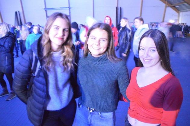 Nora Myhr (16) frå Hillesvåg, Malin Wedå Midtgård (16) frå Leknes, Alva Bredholt (16) frå Myking.