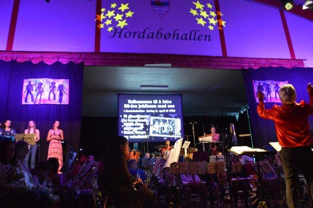 50 årsjubileum for Hordabø Skulemusikklag med tema ABBA og retro.