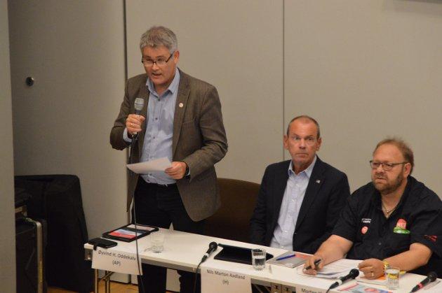 Øyvind Oddekalv, ordførarkandidat for Alver Arbeidarparti, under valdebatt på Knarvik vidaregåande skule.