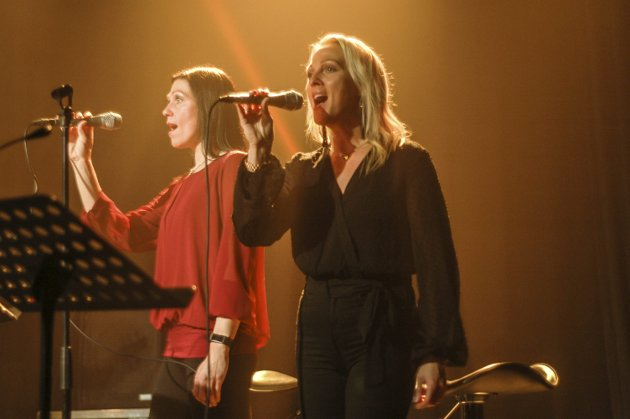 Kordamer: Hanne og Kristine Sleipnes fylte opp lybildet med sine flotte stemmer.
