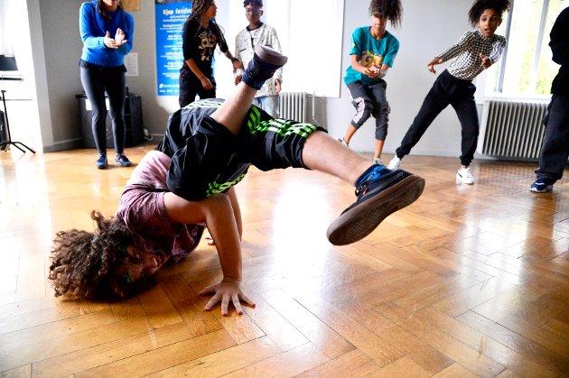 David Silveira (15) leder an når gjengen fra Brasil viser frem sine kunster innen hiphop og breakdans.