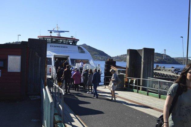 Ekspressbåten er super, men det er mye annet Askøy må ta fatt i, skriver en innflytter.